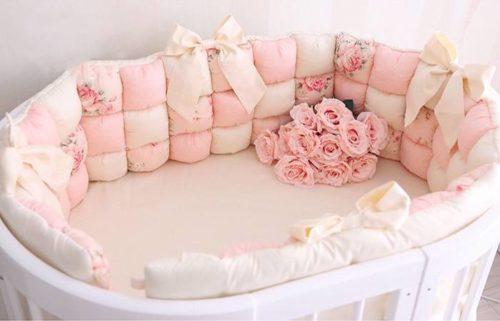 """Бортики бонбон в овальную кроватку """"Розовые розы"""""""