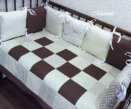 Комплект в детскую кроватку с бортиками фото