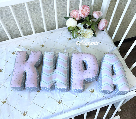 Буквы подушки Кира фото