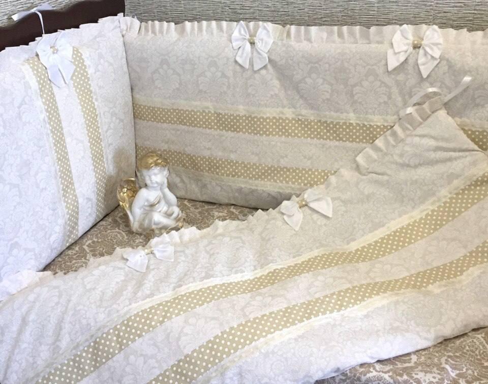 Сплошные бортики в кроватку.